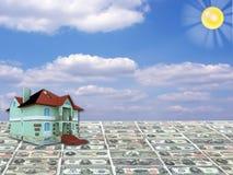 Una casa di concetto 3D su soldi Immagine Stock