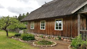 Una casa di legno in Lituania Fotografie Stock
