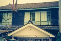 Una casa dilapidada al lado de la estación de Jiji, ciudad de Jiji, el condado de Nantou, Taiwán imagenes de archivo