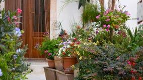 una casa fiorita tradizionale Fotografia Stock Libera da Diritti