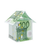 Una casa hecha de cuentas euro Imagenes de archivo