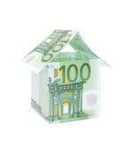 Una casa hecha de cuentas euro Imagen de archivo libre de regalías