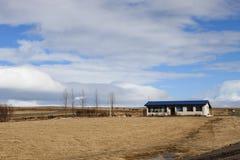 Una casa islandesa a lo largo del camino Imágenes de archivo libres de regalías