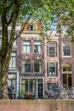 Una casa molto stretta tipica a vecchia Amsterdam Immagine Stock