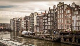 Una casa molto stretta tipica a vecchia Amsterdam Fotografie Stock Libere da Diritti
