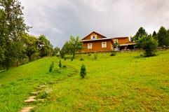 Una casa nel paese Immagini Stock Libere da Diritti