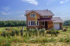 Una casa nel villaggio fotografia stock libera da diritti