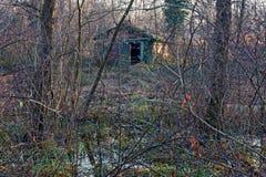Una casa solitaria en el medio del pantano Fotografía de archivo