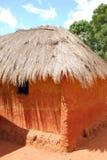 Una casa tipica nel villaggio dell'Africano Pomerini - la Tanzania - Immagine Stock Libera da Diritti