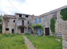 Una casa vieja en la isla croata Olib Fotos de archivo