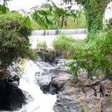 Una cascada en el parque imagen de archivo