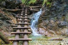 Una cascada en paraíso eslovaco Fotografía de archivo