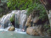 Una cascada en Tailandia en las montañas fotografía de archivo