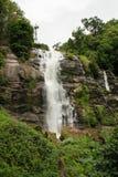 Una cascata Immagini Stock