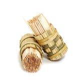 Una casella di bambù rotonda dei toothpicks Immagine Stock