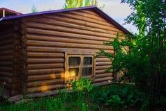 Una casetta fatta di legno fotografia stock libera da diritti
