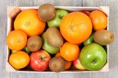 Una cassa con i frutti Fotografia Stock Libera da Diritti