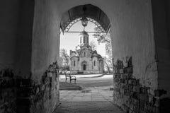 Una catedral antigua de la imagen de Vernicle del salvador en el monasterio de Andronikov, visión desde la entrada principal, Mos fotografía de archivo
