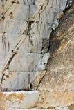 Una cava di marmo bianco Il marmo bianco prezioso di Carrara ? stato estratto dalle cave di Alpi Apuane dai periodi romani fotografia stock libera da diritti