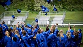 Una celebrazione di lancio di graduazione del cappuccio Fotografia Stock Libera da Diritti