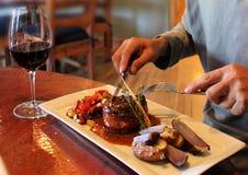 Una cena gloriosa con vino rosso Fotografia Stock