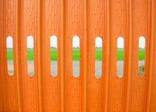 Una cerca anaranjada Fotos de archivo