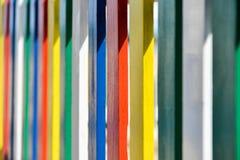 Una cerca coloreada Foto de archivo libre de regalías
