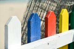 Una cerca coloreada Fotografía de archivo