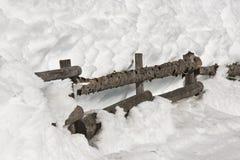 Una cerca en la nieve Fotos de archivo libres de regalías