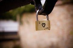 Una cerradura con un corazón negro en Brujas fotos de archivo libres de regalías