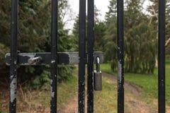 Una cerradura de la cerca del metal Fotografía de archivo libre de regalías