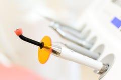Una certa strumentazione di stomatologia con gli strumenti della medicina fotografia stock libera da diritti