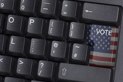 Una chiave inbandierata americana di VOTO su una tastiera di computer Immagine Stock Libera da Diritti