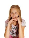Una chica joven de mirada triste que se sienta en silla Imagen de archivo libre de regalías
