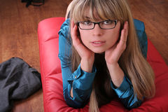 Una chica joven en lentes Imagen de archivo