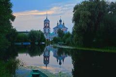 Una chiesa di quaranta martiri di Sebastia nella bocca del fiume Trubezh in Pereslavl-Zalessky, Russia fotografia stock