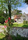 Una chiesa e una torretta inglesi del villaggio Fotografia Stock Libera da Diritti