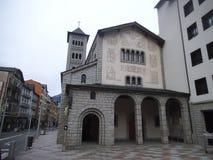 Una chiesa in La Vella dell'Andorra al giorno fotografie stock