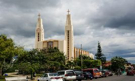 Una chiesa moderna in San José, Costa Rica fotografia stock