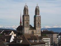 Una chiesa in montagne europee Fotografie Stock Libere da Diritti
