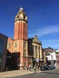 Una chiesa nel centro edificato di Sheffield fotografie stock libere da diritti