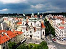 Una chiesa ortodossa in vecchia piazza di Praga Fotografia Stock