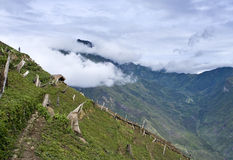 Una choza tradicional en un pueblo de montaña Fotografía de archivo