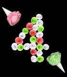 Una cifra decorativa di quattro ha allineato i fiori di carta Fotografie Stock Libere da Diritti