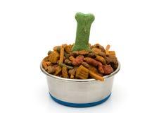 Una ciotola di alimento di cane Fotografia Stock