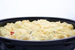 Una ciotola di insalata di patata fotografia stock libera da diritti