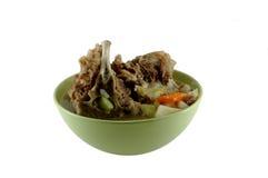 Una ciotola di minestra con carne Immagini Stock Libere da Diritti
