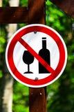 Una circular ninguna muestra del alcohol en posts fotografía de archivo