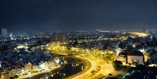Una ciudad de la hermosa vista en la noche Fotografía de archivo libre de regalías