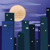 Una ciudad de la noche con una luna grande Imágenes de archivo libres de regalías
